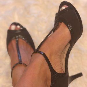 EUC Nine West T-strap Heels